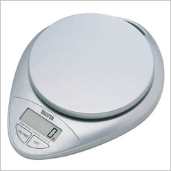Tanita - Kitchen Scale KD-300 in Chrome - Cooking Utensils