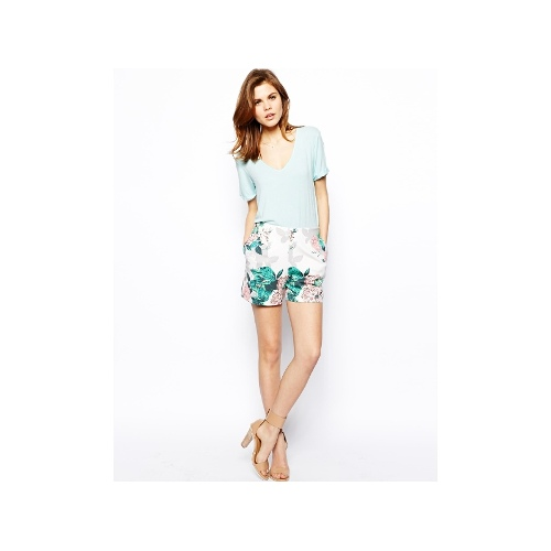Shorts in Floral Printed Scuba