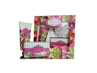 Living & Giving Banks & Co Green Pear & Guava Gift Set
